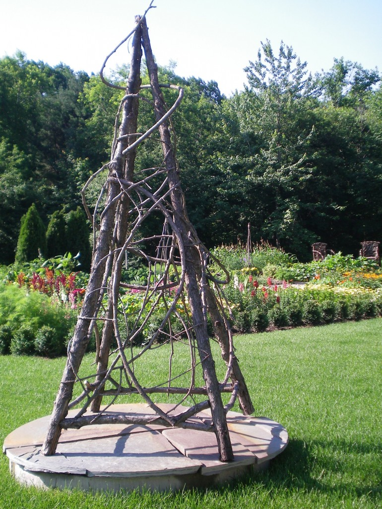 Garden obelisk for Garden obelisk designs